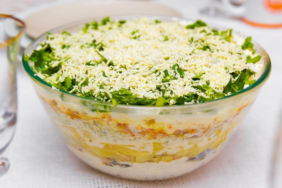 Салат с черносливом и курицей слоями рецепт