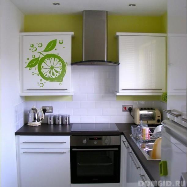 Дизайн кухни 9 кв.м с холодильником в панельном доме