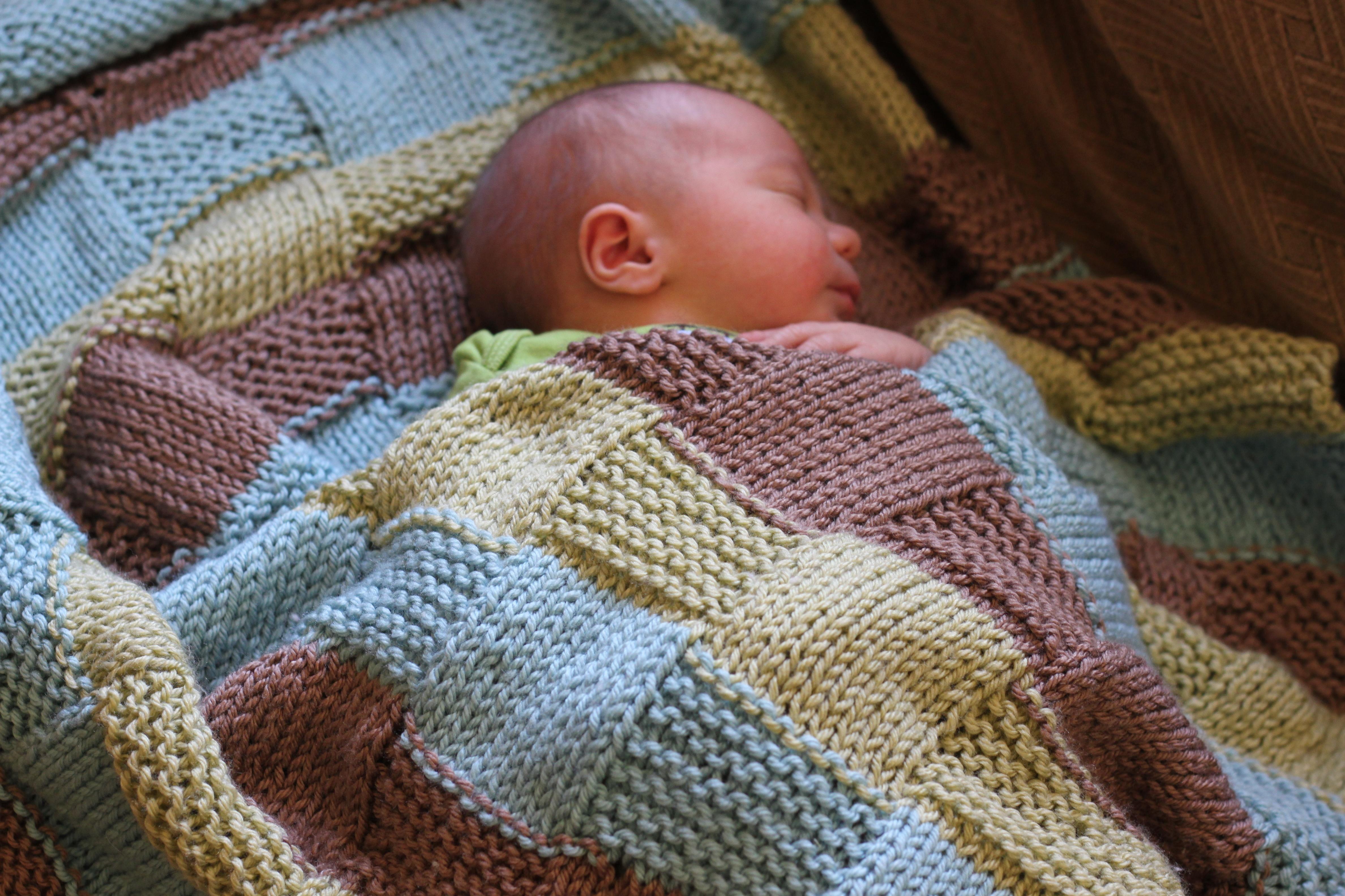Пледы для новорожденного связанные крючком