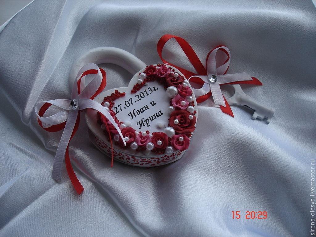 Купить или заказать Свадебный замочек. в интернет-магазине на Ярмарке Мастеров. Свадебный замочек выполнен в бело-красной гамме.