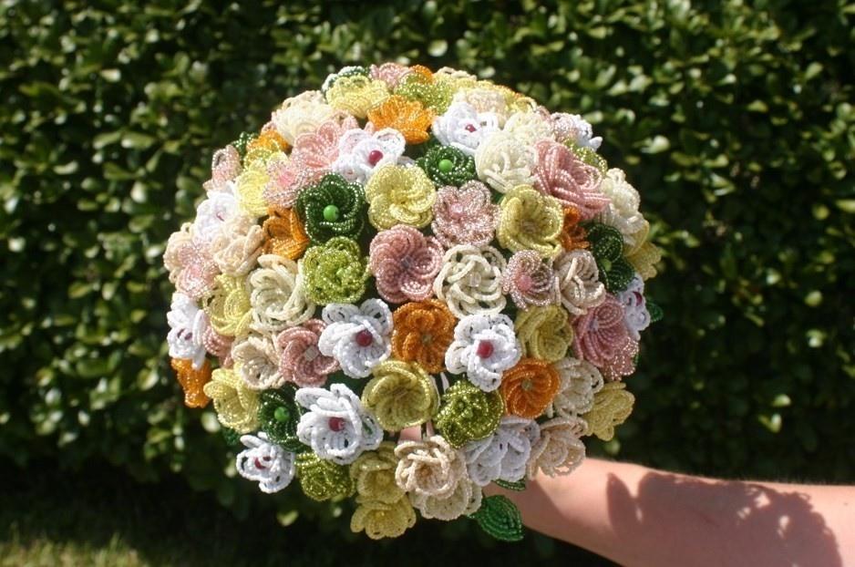 Фото букет цветов из бисера