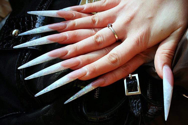 Маникюр длинные острые ногти