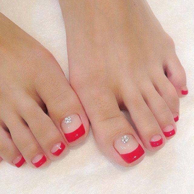 Как красиво выложить стразы на ногтях на ногах