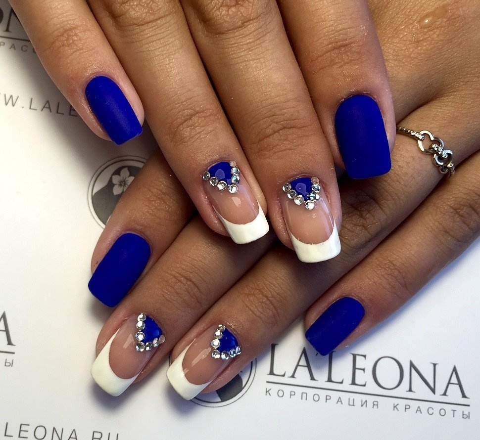 Дизайн ногтей с синим лаком новинки 2017
