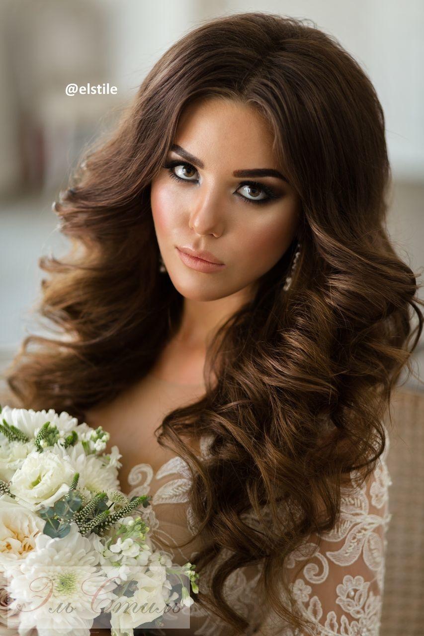 Прическа на выпускной на длинные распущенные волосы
