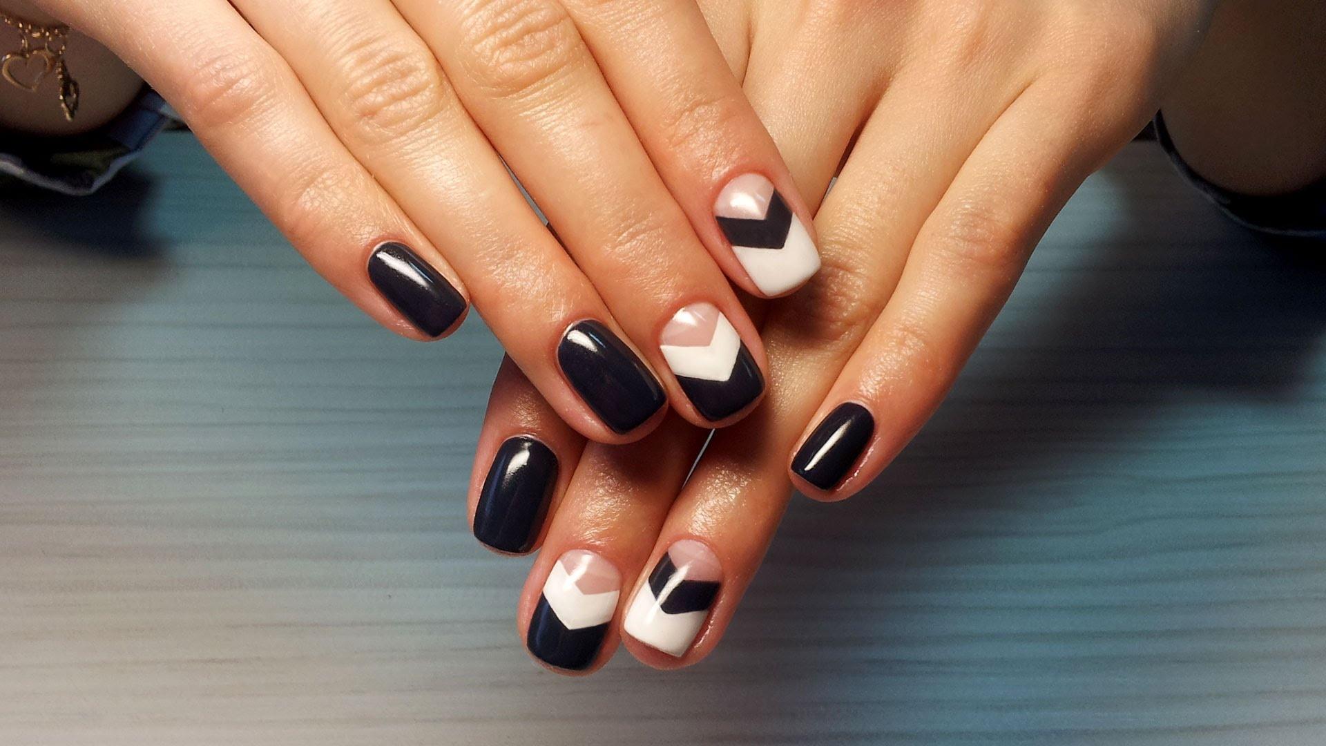 Дизайны ногтей гель лаками геометрия