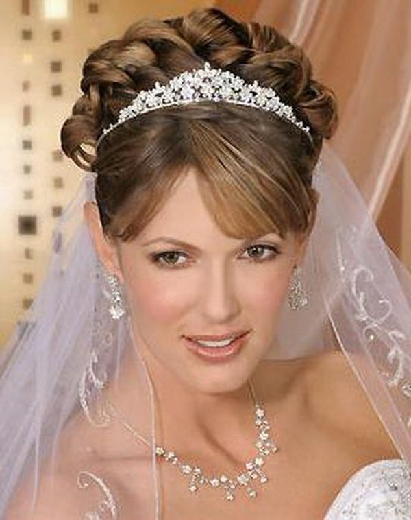 Красивые свадебные прически с диадемой