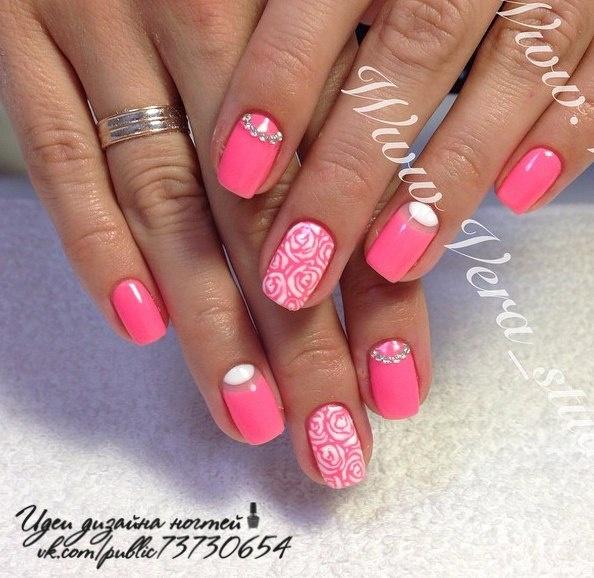 Гель лак в розовом цвете на коротких ногтях