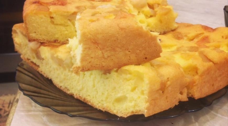 Шарлотка с яблоками рецепт пошагово в духовке на протвине