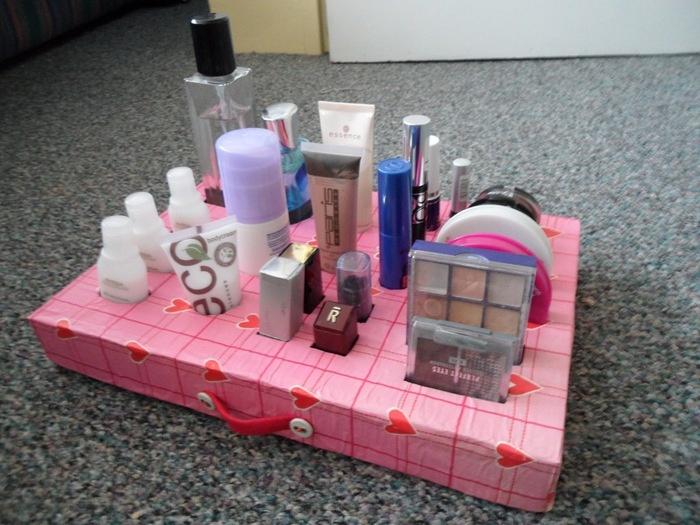 Как сделать косметичку из коробки