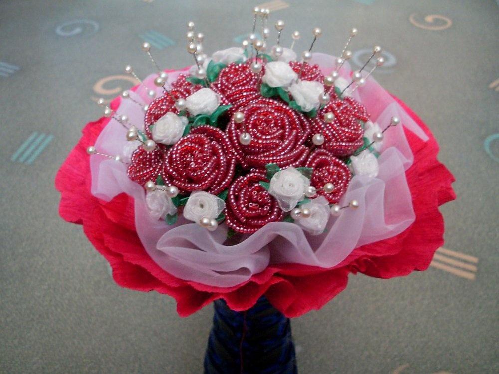 Цветы в букете из бисера своими руками