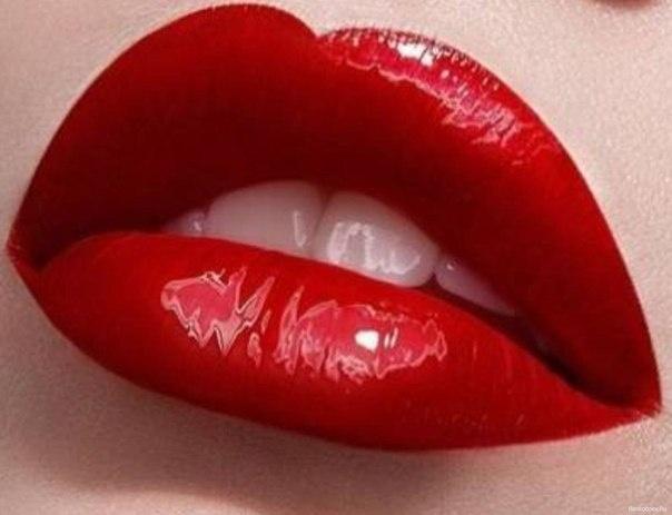 К чему снится накрасить губы красной помадой