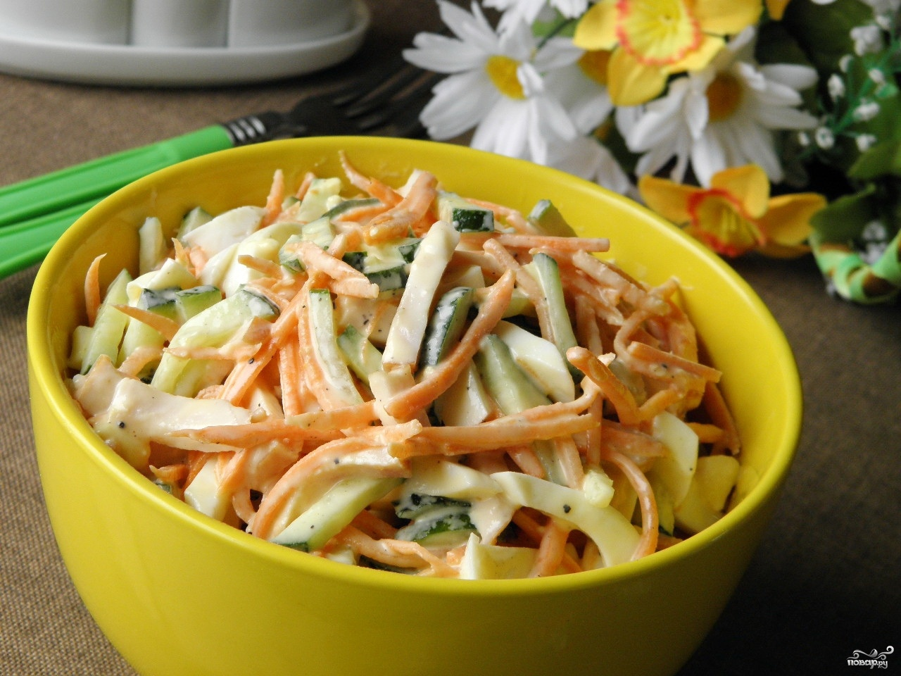 Салат с корейской морковью и копченой курицей и фасолью