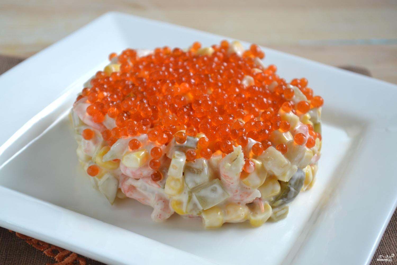 Салат с креветками икрой сыром