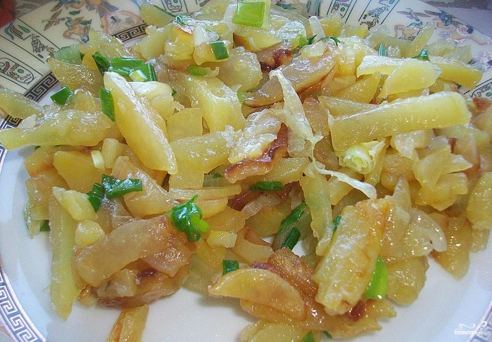 Как жарить картошку с луком пошагово