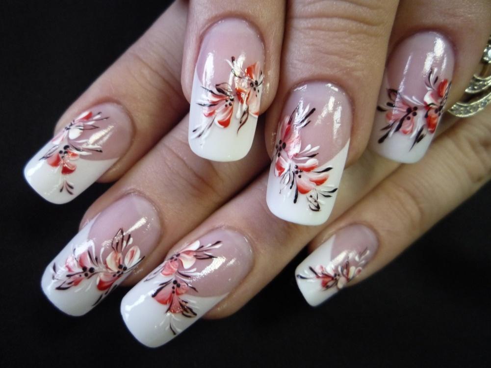 Рисунки на ногтях классические