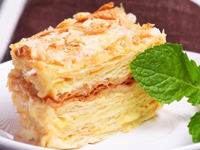 Торт наполеон со сгущенкой на сковороде с фото
