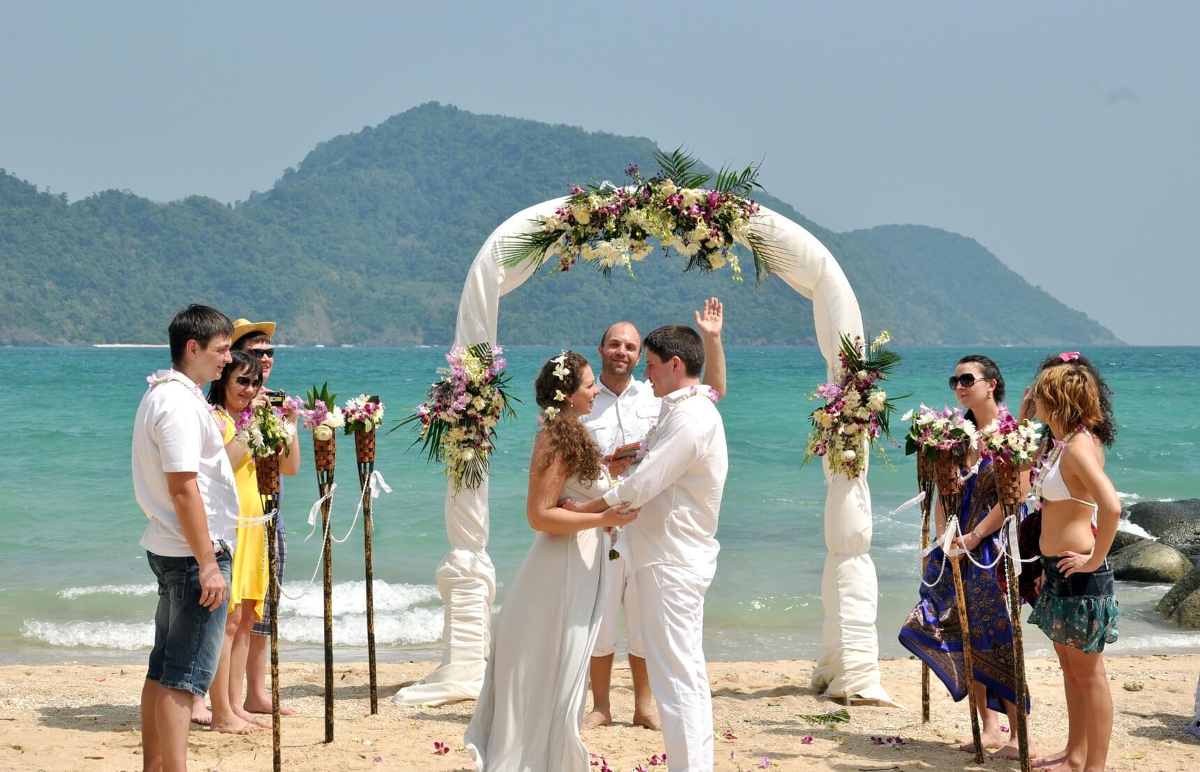 Свадьба без банкета и без гостей