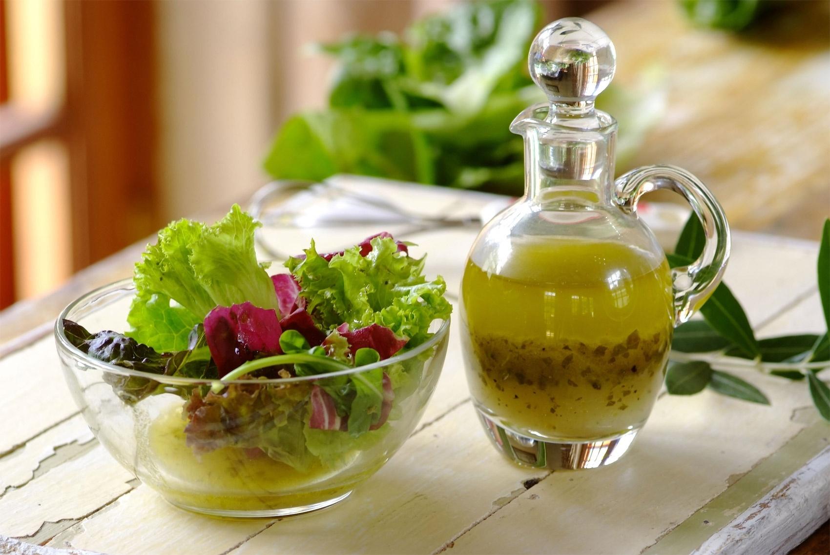 Чем заправить салат во время диеты