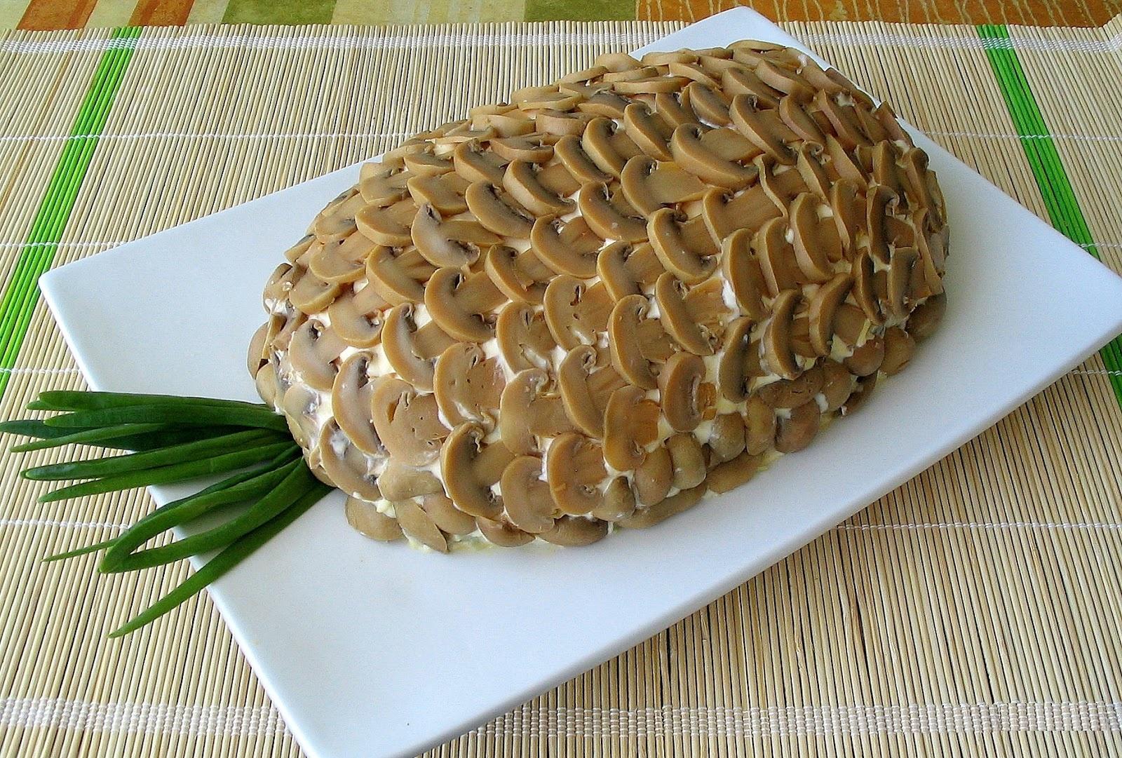 Салат с курицей ананасами грибами слоеный рецепт с