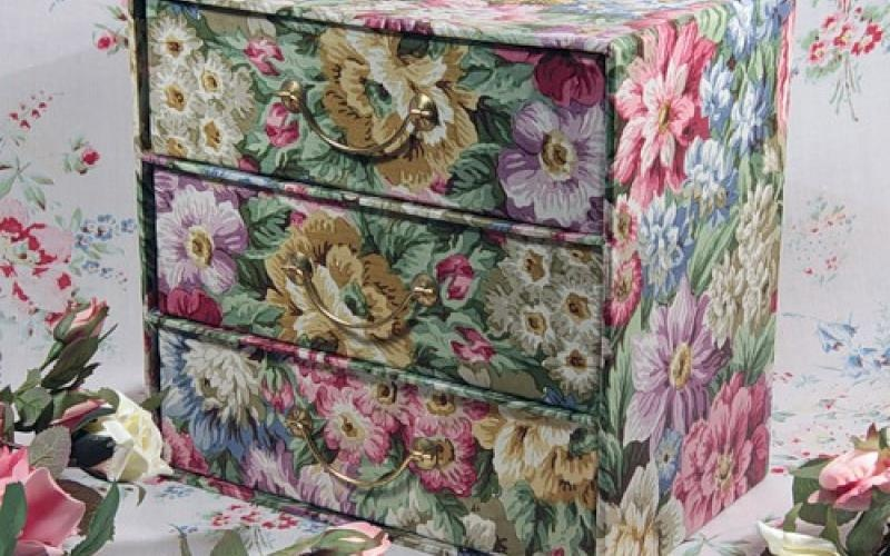 Декупаж на мебели тканью своими руками