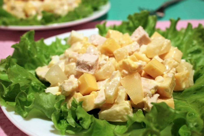 Салат с ананасом огурцом и сыром