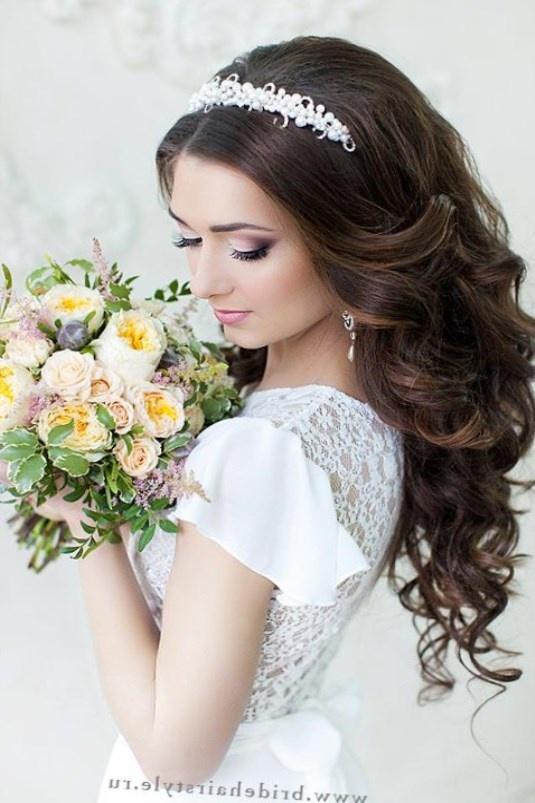Свадебные прически на длинный волос с диадемой