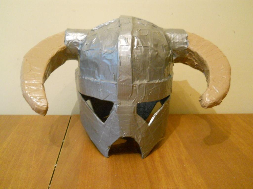 Смотреть как сделать из картона шлем
