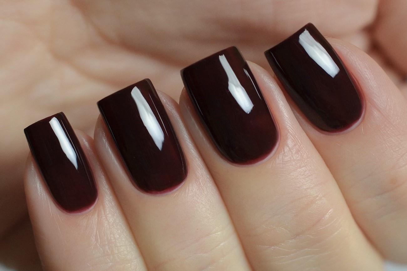 Ногти темно бордовые