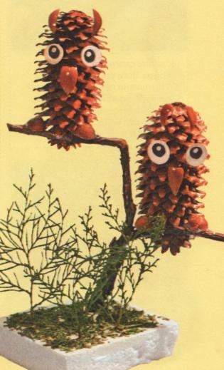 Поделка сова на ветке из шишек