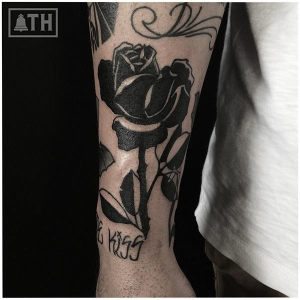 Тату в черном стиле роза