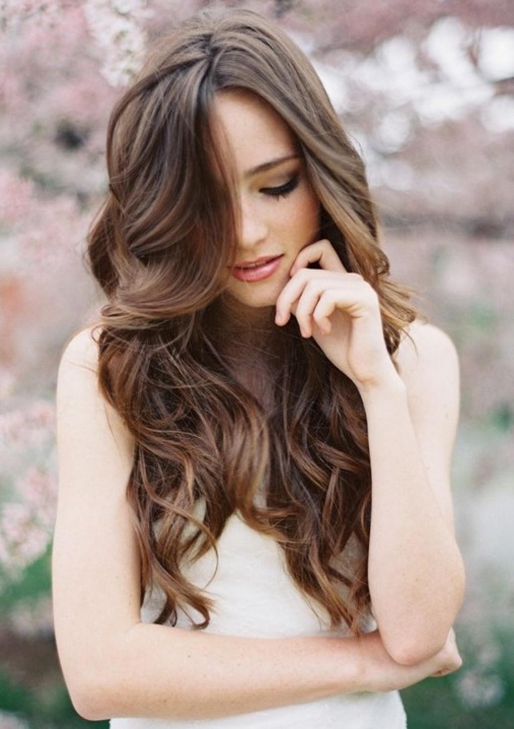 прически для шатенок с длинными волосами фото