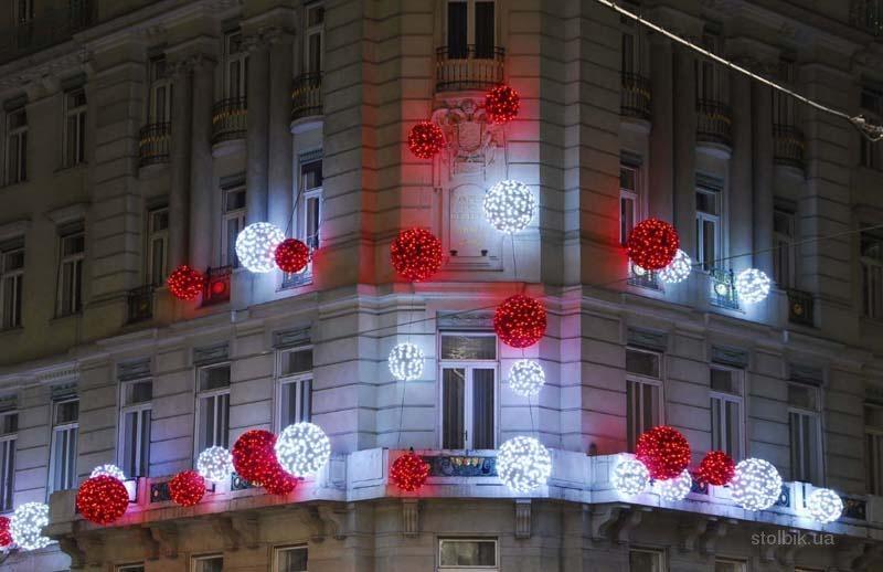 К новому году украсили зданий