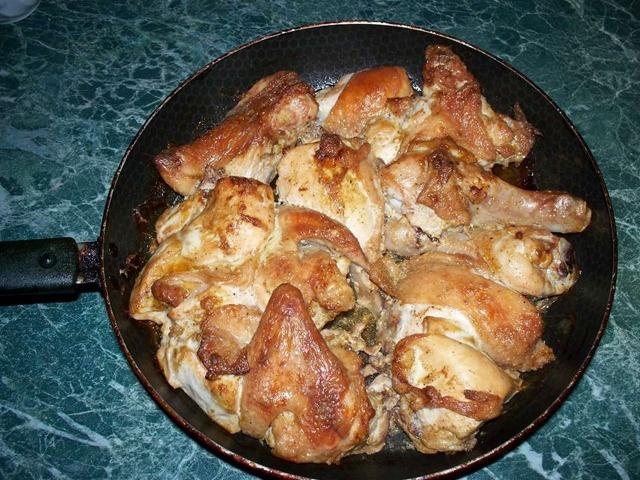 Как пожарить вкусно курицу на сковороде с фото пошагово