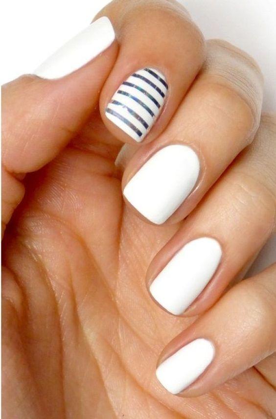 Маникюр на белых ногтях