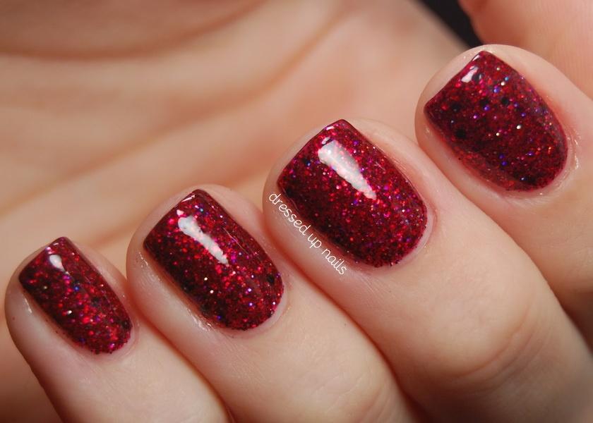 Фото красных ногтей с блестками