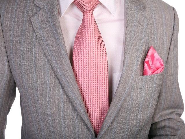 Цвет галстука к серому костюму и рубашке айвори