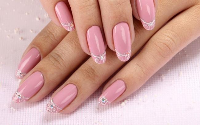 Кремово розовый маникюр