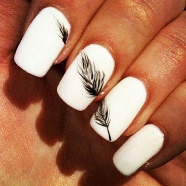 Маникюр просто с белыми ногтями