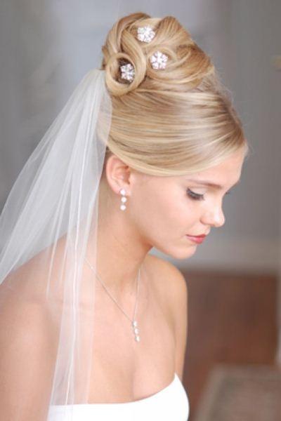 картинки свадебных причесок с фатой