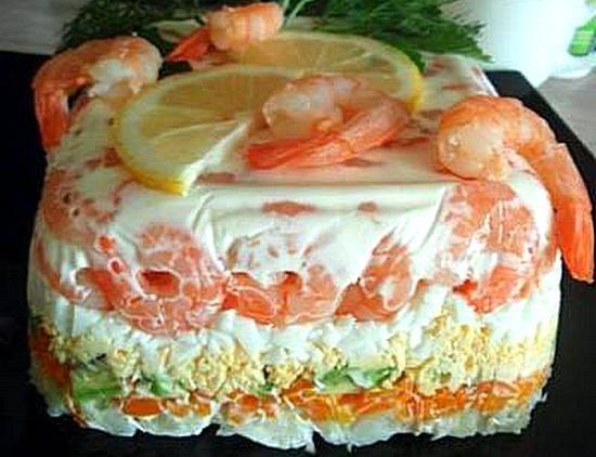 Салат с креветками слоеные