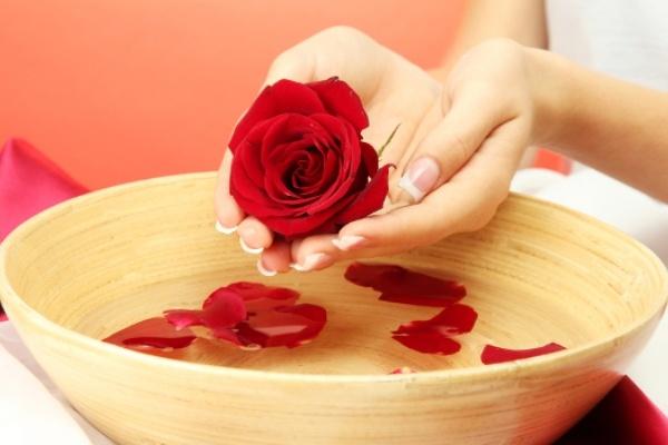 Ванночка из лепестков роз