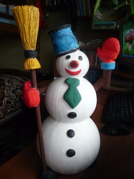 Снеговик большой из пенопласта своими руками