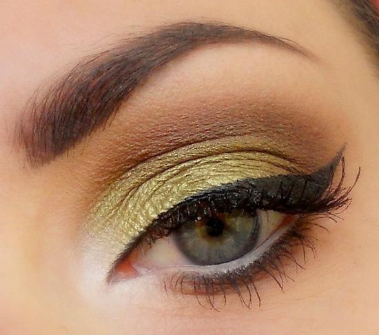 Макияж на зелено карие глаза