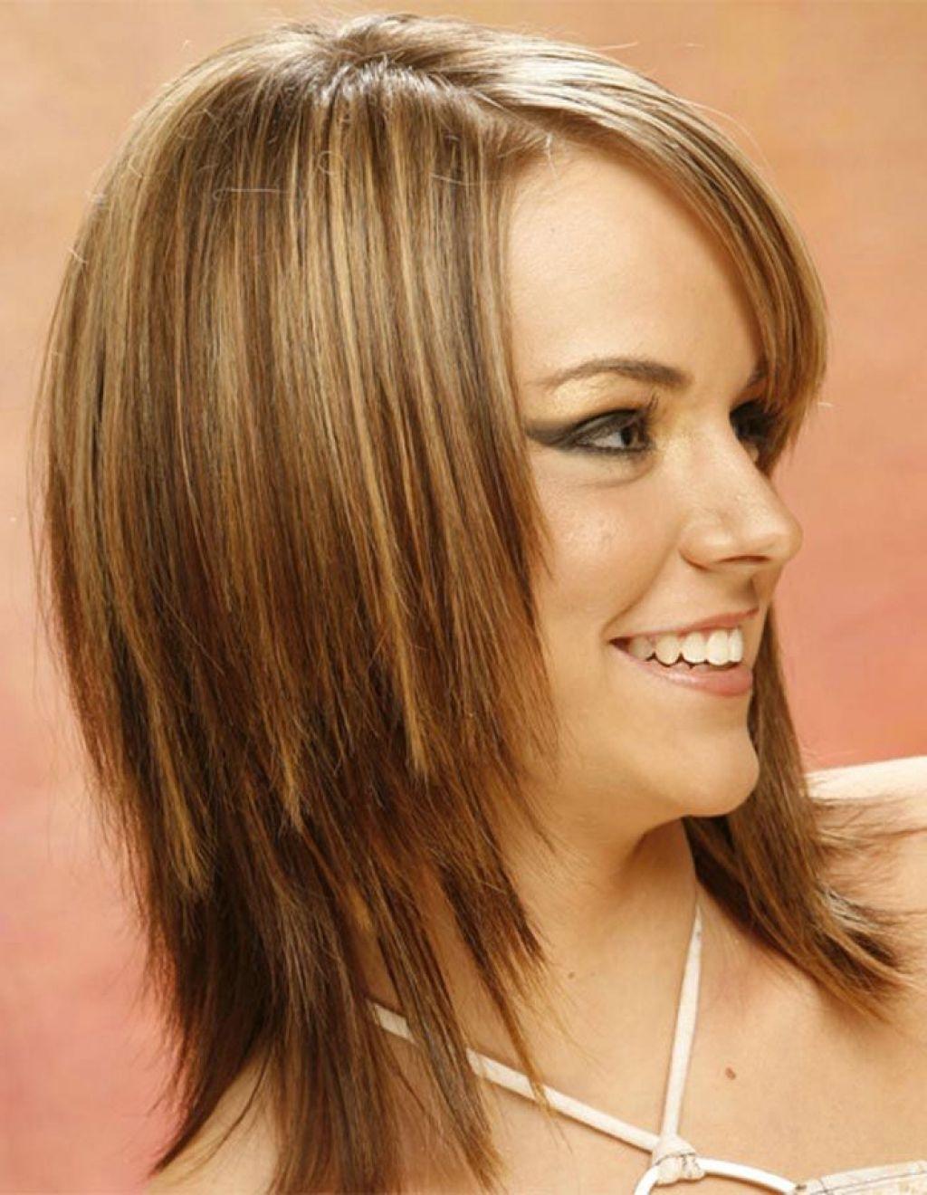 Фото прически лесенка на средних волосах
