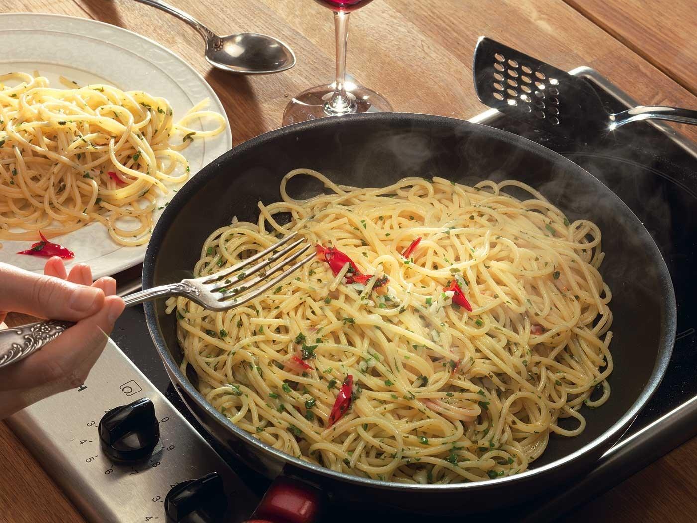 Спагетти с чесноком с фото