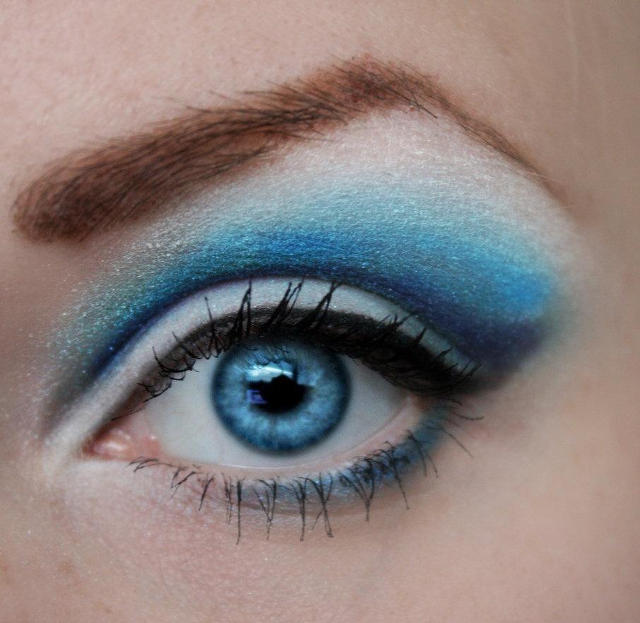 Яркий макияж голубых глаз