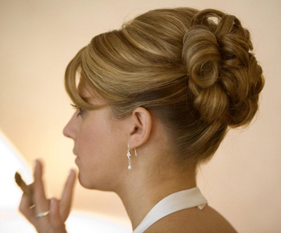 Высокие прически на средние волосы в домашних условиях фото