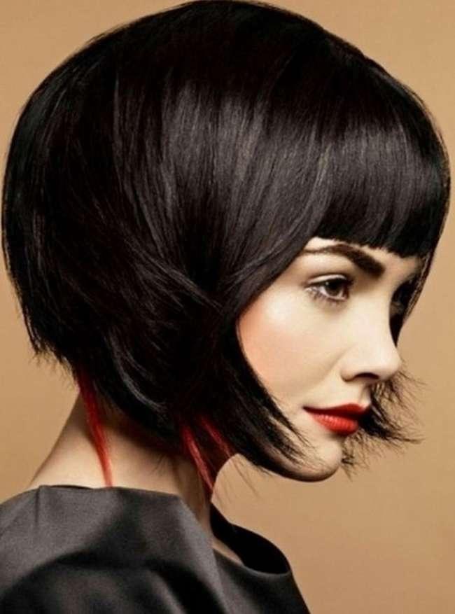 Прическа на волосы средней длины с короткой челкой