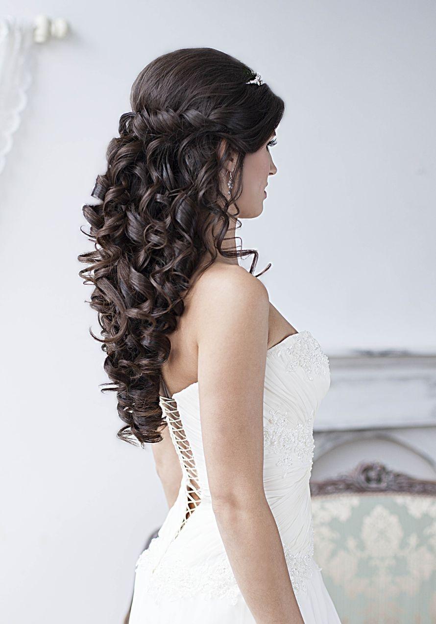 Прическа на длинные волосы локонами